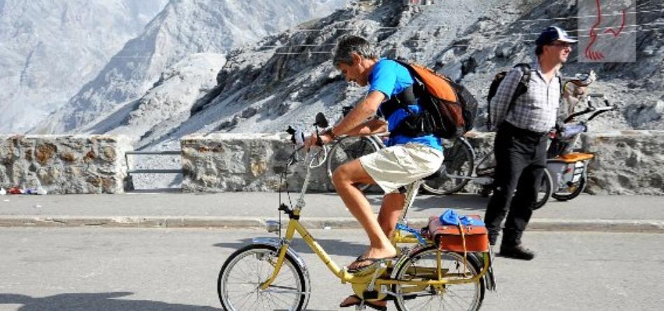 Bicicletta e infradito: A sa po mia !