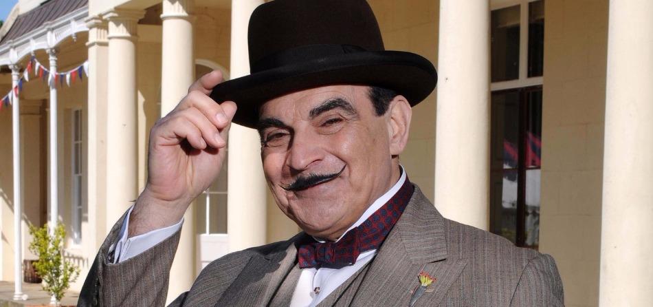 No no no ... non è Poirot ! Maxi B ha sbagliato il taglio dei baffi